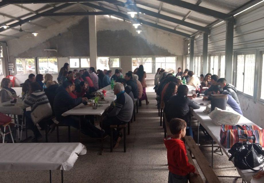 Vecinos, familiares y amigos comenzaron a llegar desde el mediodía.