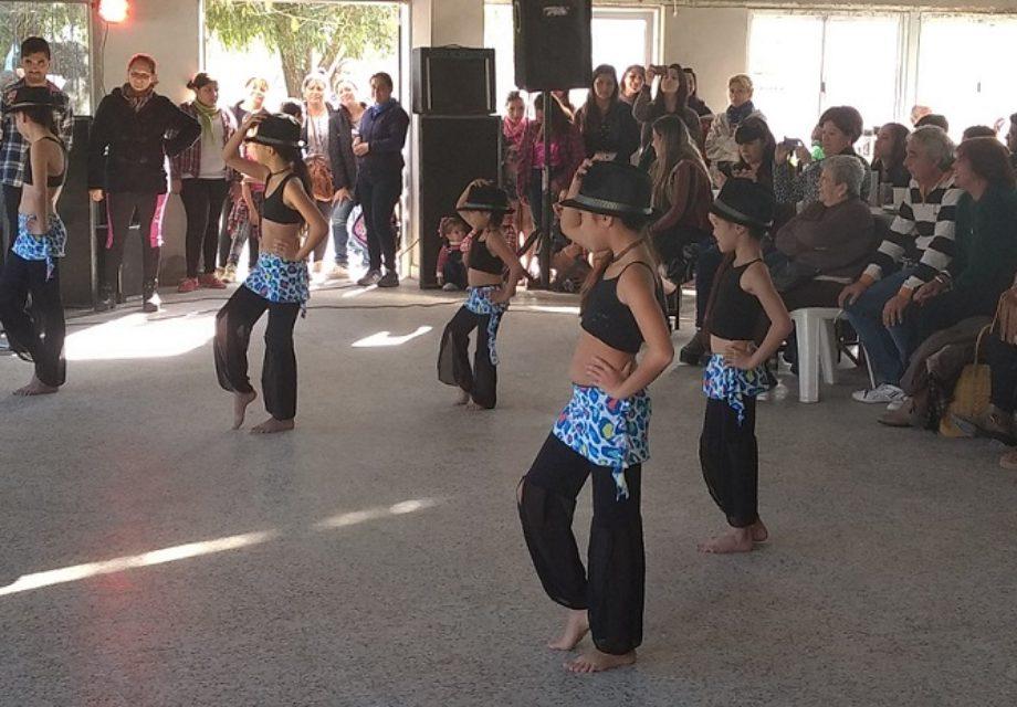Las chicas de la academia Dansay en acción.